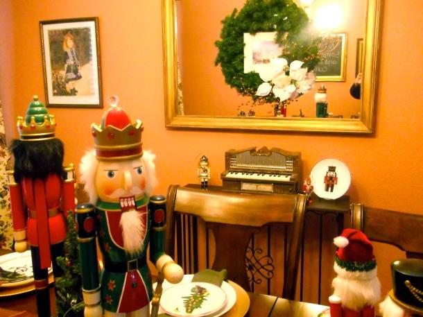 nutcrackers, mirror, wreath, centerpiece, dining, home, decor, holiday, Christmas