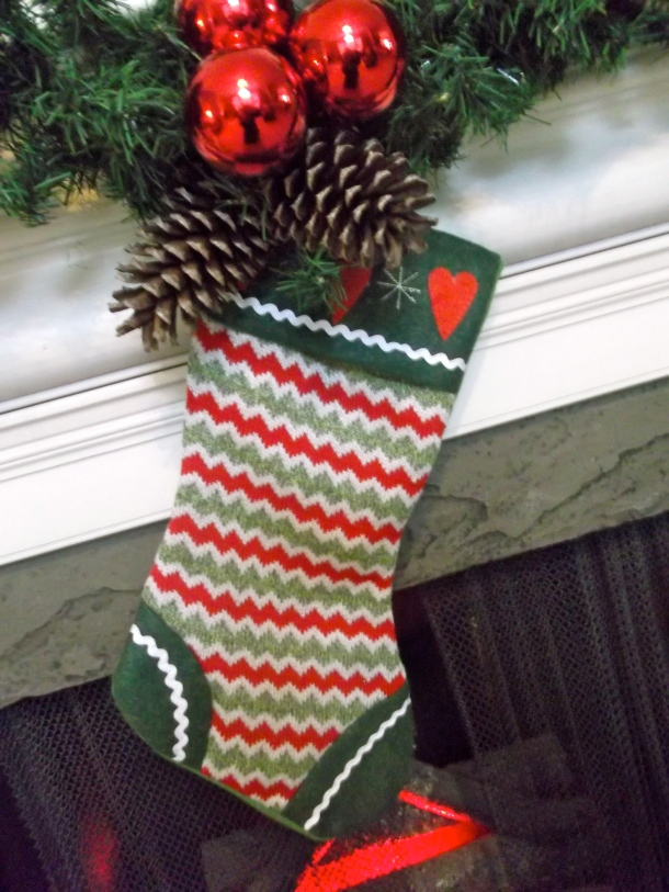 mantel, stocking, holiday, Christmas, Walmart, ornament, garland, scented,pinecone