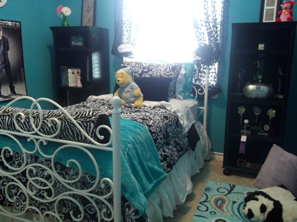 decor, home, bedroom, teen, color, paint, accents, bedding, posters