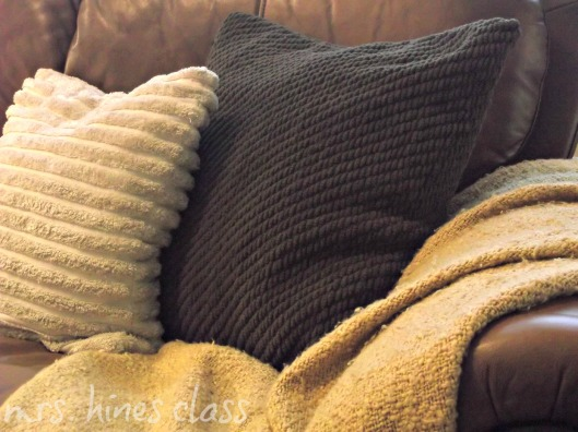 blankets, pillows, fall, autumn, couch, living room, home decor